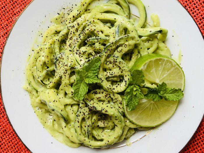 Fideos de Calabacín, fideos de calabacín con salsa de nata, espaguetis de calabacín, espaguetis de calabacín con salsa de nata