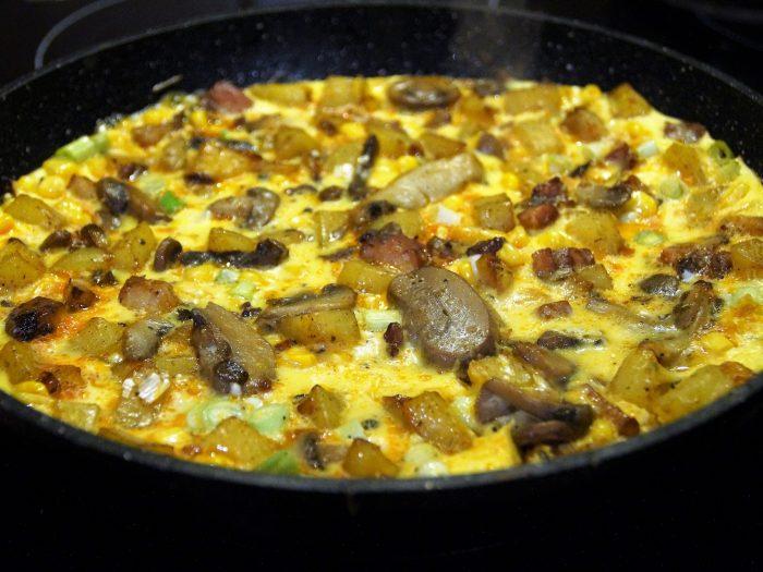 Tortilla con Panceta y Champiñones