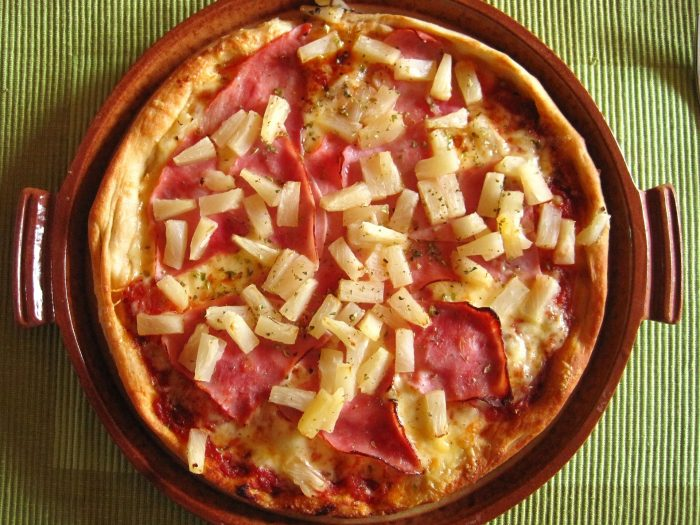 pizza hawaiana, pizza con piña y jamón